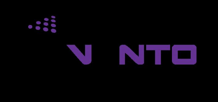 Vento Geodezja firma świadcząca usługi geodezyjne. Symbol strzałki z napisem Vento Geodezja w kolorze fioletowym. Logo firmy.